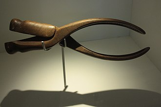 Obstetrical forceps - Wooden forceps c.1800, Hunterian Museum, Glasgow