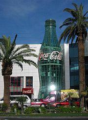 В музея Светът на Кока Кола в Лас Вегас са изложени експонати от десетилетия история.