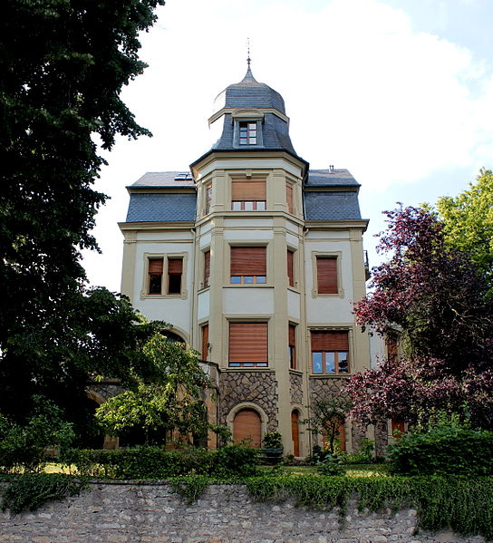 Hënnescht Vue vum Haus op Nummer 178, rue Principale. Zënter dem 28. November 2008 als nationaalt Monument klasséiert.