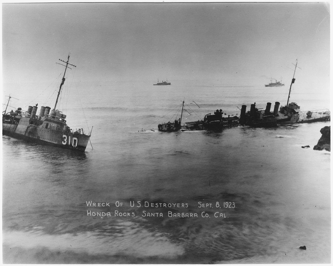 File:Wreck Of U. S. Destroyers Sept. 8, 1923. Honda Rocks, Santa Barbara  Co., California.   NARA   295610