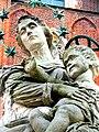 Wrocław, Ostrów Tumski statua Matki Boskiej z Dzieciątkiem(2).jpg
