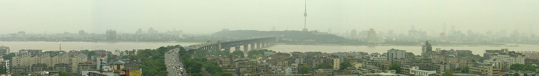 Wuhan banner Bridge over river.jpg