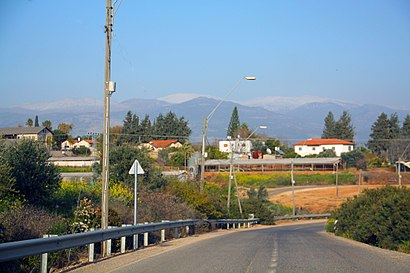 How to get to כפר יובל 1 with public transit - About the place