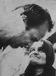 زهرا یعقوبی، مزدبگیر فالانژها در ابتدای انقلاب در کنار قطبزاده
