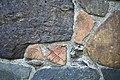 Zijgevel kerk; voorbeeld van hergebruik van Romeins bouwmateriaal zoals dakpannen, tegels en beton - Asselt - 20429592 - RCE.jpg