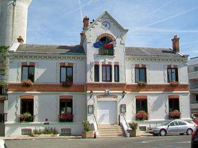 La mairie, place Jules-Rodet.