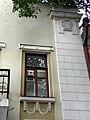 Дзержинского, 48 - декоративный элемент с датой окончания постройки.jpg