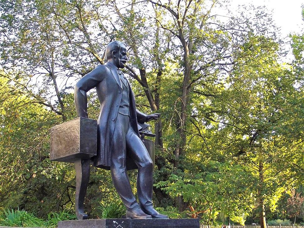 Симферополь. Памятник П. И. Чайковскому.