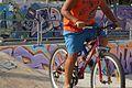 ילד על אופניים במשטח החלקה.jpg