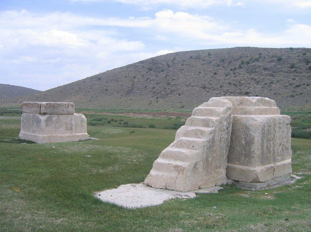 محوطه مقدس (پاسارگاد)
