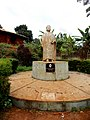 03 - Statue de celui qui a été considéré comme le plus grand ou emblématique roi des Bandjoun KAMGA Joseph II (Fo MBASSA) de 1900-1975.JPG