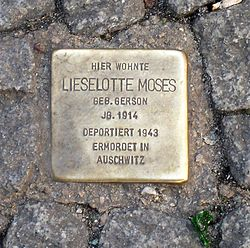 Photo of Lieselotte Moses brass plaque