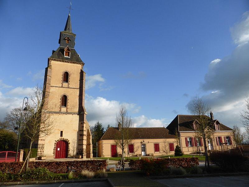 Bibliothèque et église Saint-Jean de Belhomert, en Eure-et-Loir.
