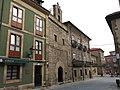 130 Calle de los Remedios (Cimavilla, Gijón), amb la capella homònima.jpg