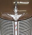 1947 Austin 8hp saloon emblem (31468326580).jpg