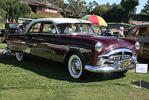 Packard Patrician - Image: 1951 Packard Patrician 400 sdn maroon fvr (4665798645)