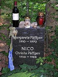 2006-07-24 Friedhof Grunewald-Forst Grabmal Nico.jpg
