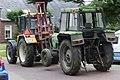 2011-08-22 EX PS 4551 - defecte tractor wordt door een andere tractor weggesleept.jpg