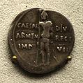 201209071750c Berlin Pergamonmuseum, Denar des Augustus, 19-18 v.u.Z..jpg