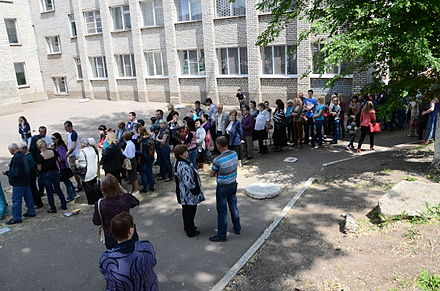 The referendum organised by pro-Russian separatists. A line to enter a polling place in Donetsk, 11 May 2014 2014-05-11. Referendum v Donetske 021.jpg