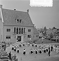 2e dag bezoek Prins Bernhard Gelderland. Jeugd van Ocht voerde volksdansen uit, Bestanddeelnr 905-7512.jpg