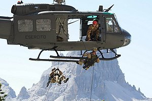 4th Alpini Paratroopers Regiment - Alpini of the 4th Alpini regiment abseiling from an AB205 helicopter during the Falzarego 2011 exercise