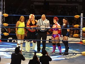 LuFisto - LuFisto (second from right) posing with the other competitors before the tournament final at Rey de Reyes