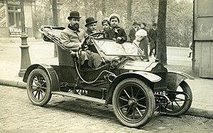 A Brouhot car in Paris, 1910.jpg