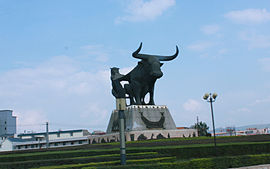 A sculpture in Jiangchuan County.jpg