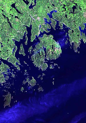 Maine Island Trail - There are more than 3000 islands off the coast of Maine, the largest being Mount Desert Island