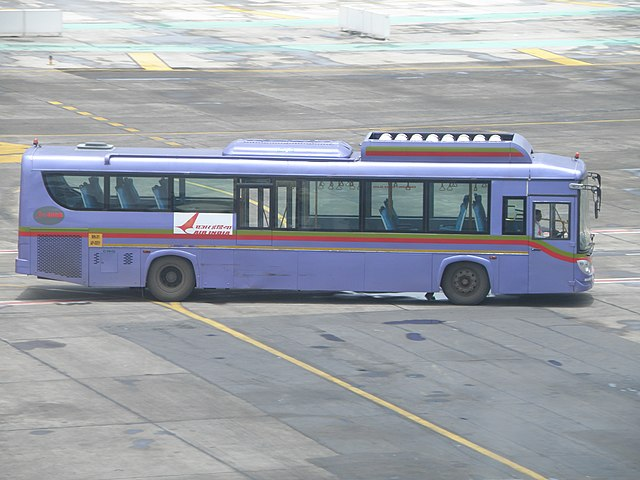 A JnNURM double-door second generation Cerita owned by BEST, leased out to Air India for picking up passengers from the aircraft and to the terminal.
