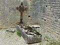 Ajat Bauzens église enclos tombe.JPG