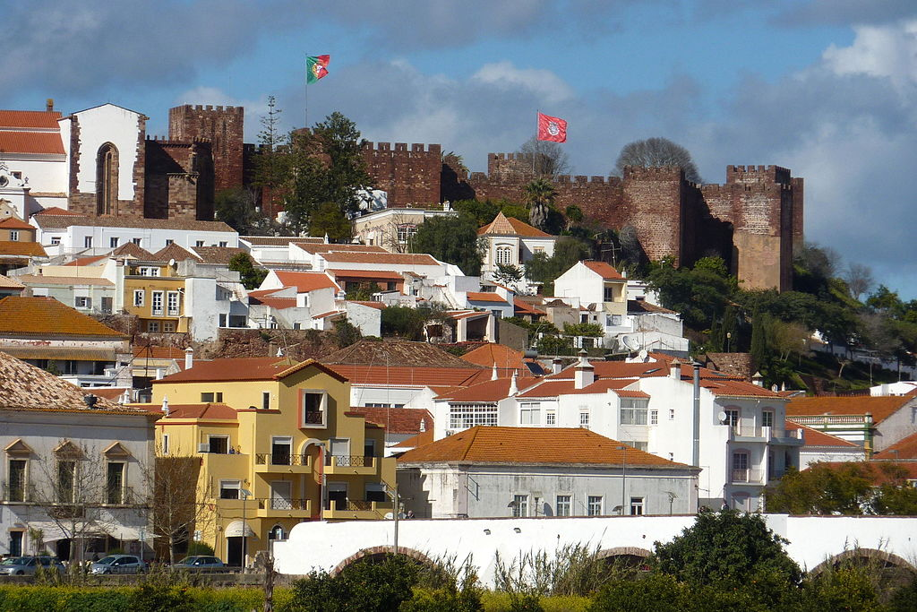 Algarve - Silves - view of the castle (25829247165)