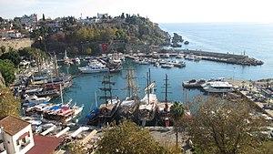 安塔利亚: Am Yachthafen