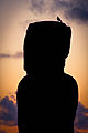 Amanecer en Tongariki, Isla de Pascua - Flickr - Alanbritom (1).jpg