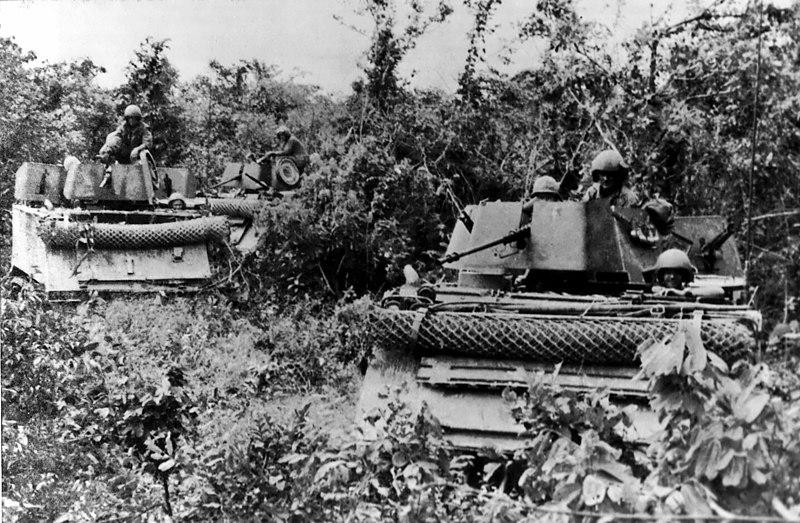 scènes de combats 800px-Americal_Division_in_Tam_Ky_-_March_1968a