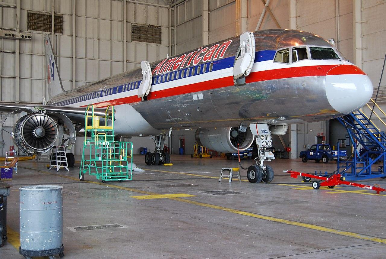 File American Airlines B757 200 Forward Fuselage Service