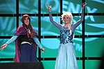 Anna & Elsa cosplayers (14199510467).jpg