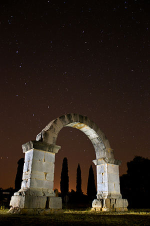 Arch of Cabanes - The arch at night