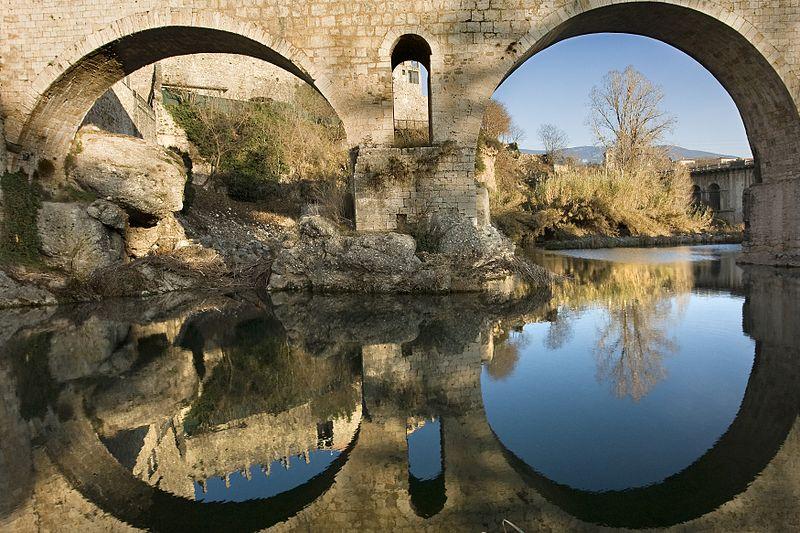 File:Arcs del pont de Besalú.jpg