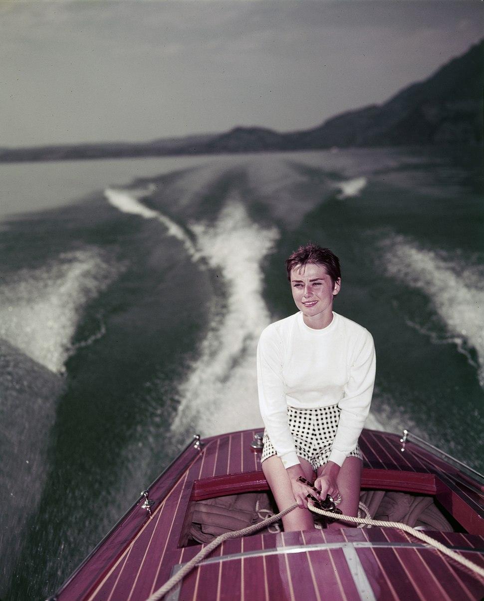 Audrey Hepburn auf dem Vierwaldstättersee (02)