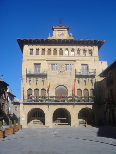 Archivo:Ayuntamiento de Olite.JPG