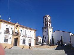 Ayuntamiento e iglesia de Ntra. Sra. del Castillo (Fuente Obejuna).JPG