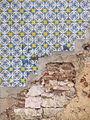 Azulejos y decadencia (11055972593).jpg