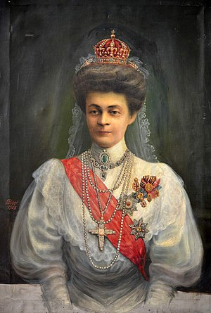 Regalia of the Bulgarian monarch - Eleonore Reuss of Köstritz with Marie Antoinette's crown