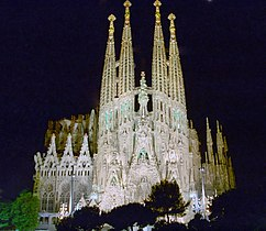 Iluminación artística de la Sagrada Familia