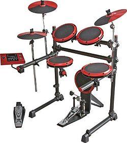 6 åring spelar trummor som ett proffs