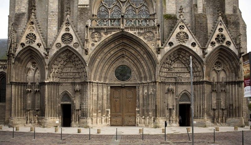 Bon Jeudi 800px-Bayeux%2C_cath%C3%A9drale_Notre-Dame_PM_07041