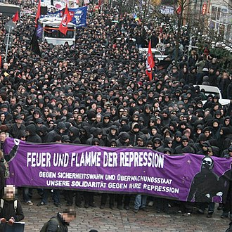 Black bloc - An anti-fascist black bloc in Germany