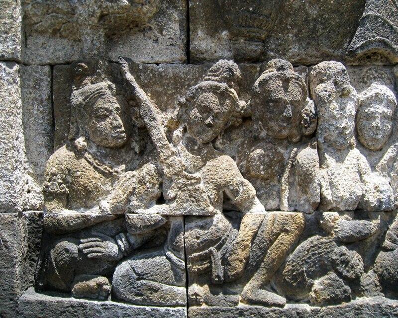 Wikipedia: Penggambaran benda mirip keris di relief Candi Borobudur.